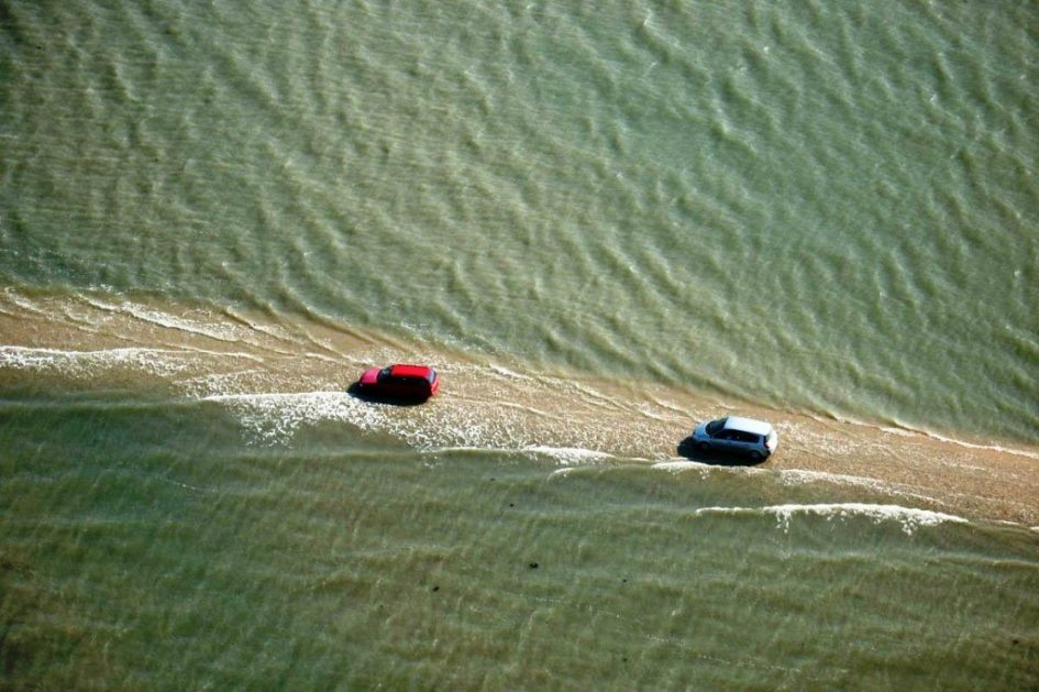 Удивительная и опасная дорога, которая погружается под воду 2 раза в сутки