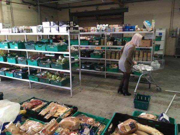 В Великобритании открылся магазин, где продают еду с помоек