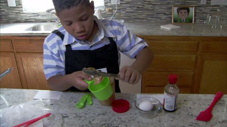 8-летний Джален Бейли открывает свою собственную пекарню, чтобы купить своей маме дом