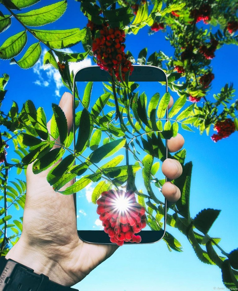 "Фотограф Асмо Турунен представил снимки проекта ""Сквозь телефон"""