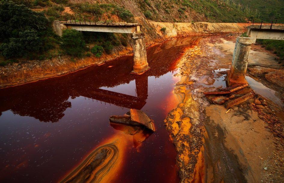 8 самых опасных водоемов мира