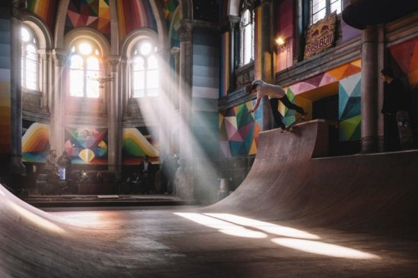 В испанском городе Льянера старую церковь переделали для скейтбордистов