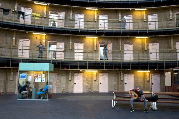 В Нидерландах 12 тюрем перепрофилировали в жилые комплексы