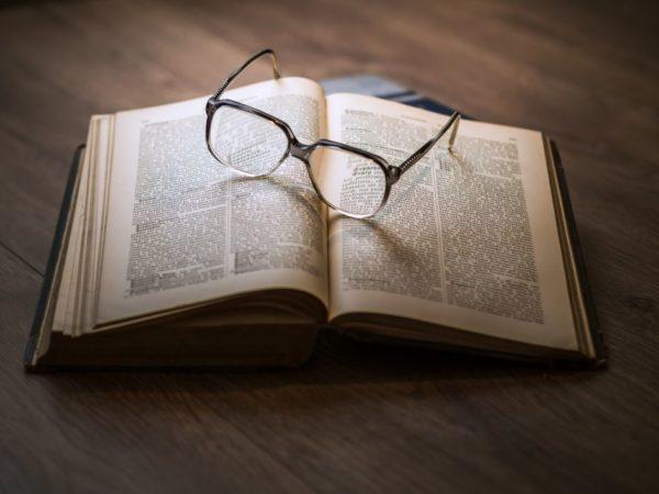 5 книг, которые нужно прочитать перед Новым Годом и Рождеством