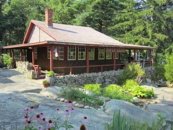 Paper House - оригинальный дом из газет недалеко от Рокпорта