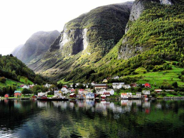 10 тихих и уютных небольших поселений мира