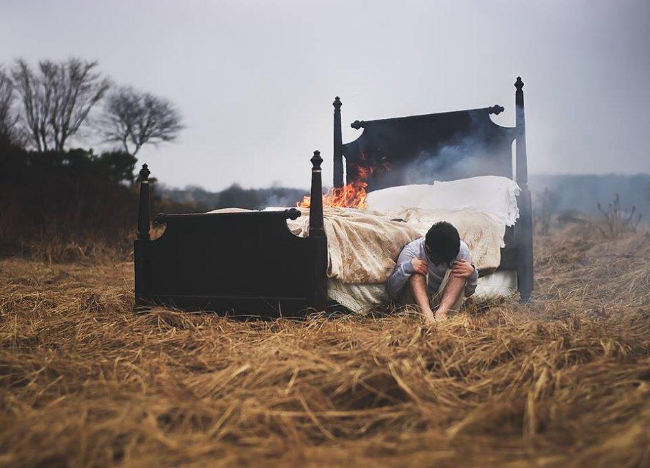 Николя Бруно - Фотограф с параличом сна воссоздает свои кошмары в фотографиях