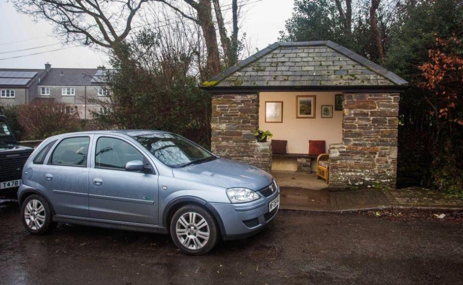 В Уэлхэмптоне неизвестный создал самую уютную остановку в мире