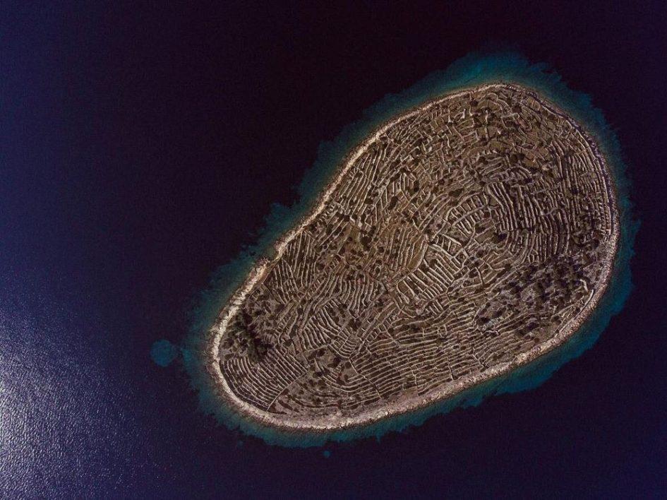 Бальенак - остров в виде гигантского отпечатка пальца