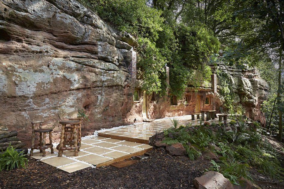 Бизнесмен Анджело Мастропьетро создал уютное жилье прямо в пещере