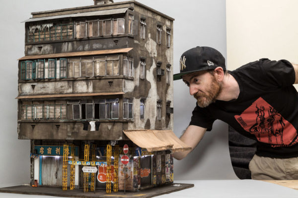 Художник Джошуа Смит создает невероятные копии забытых зданий