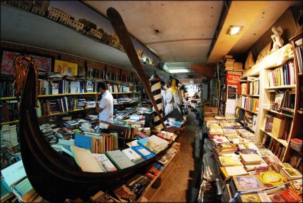 Libreria Acqua Alta - уникальный книжный магазин в Венеции