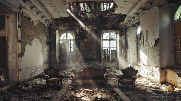 Заброшенные здания со всего мира в снимках Ребекки Батори