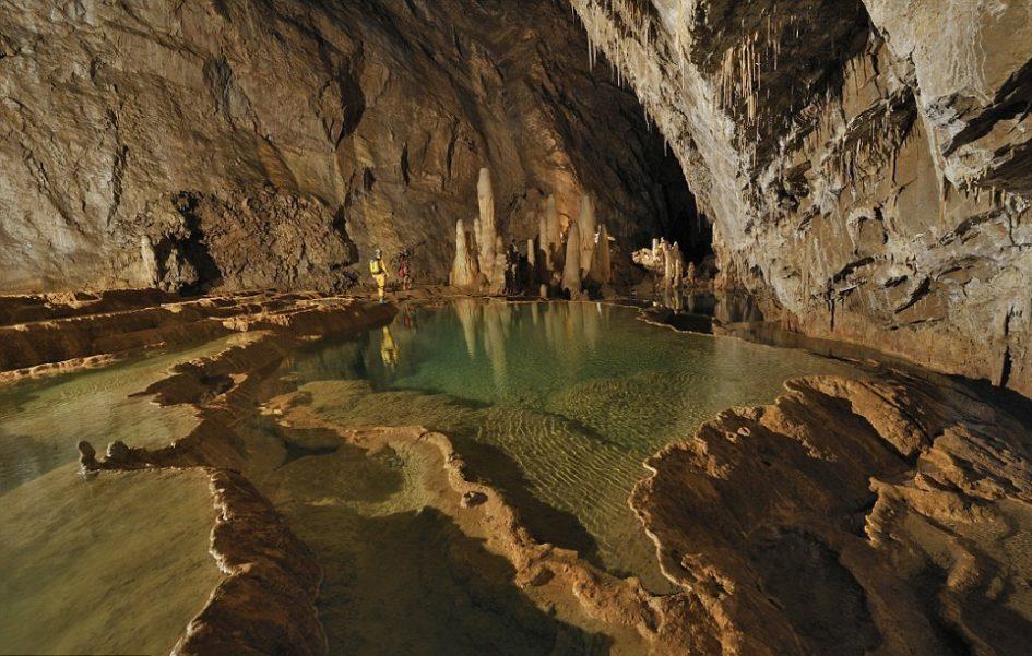 Лечугилья - самая большая пещера в мире