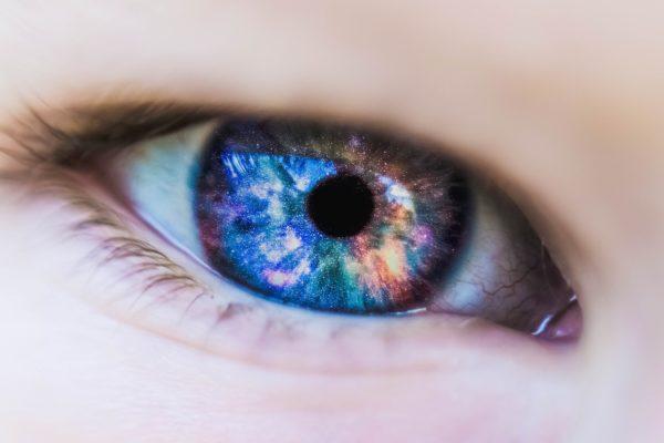 Характеристики контактных линз, их достоинства и недостатки