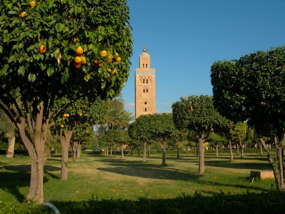 Мечеть Аль-Кутубия - самая большая мечеть Марракеша, известная великолепным 69-метровым минаретом