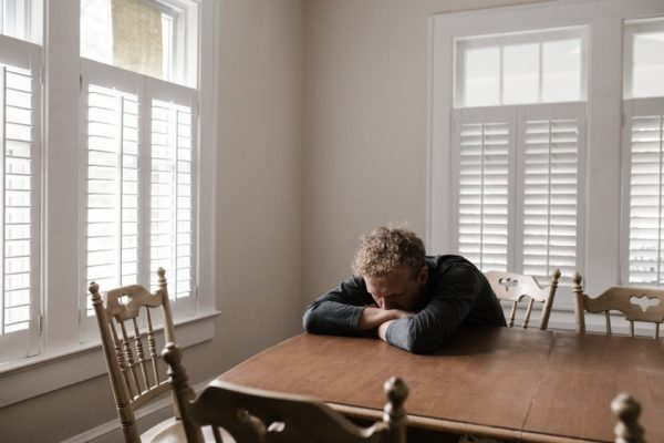 10 привычек хронически несчастных людей