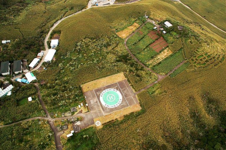 Аогашима - поселение внутри действующего вулкана
