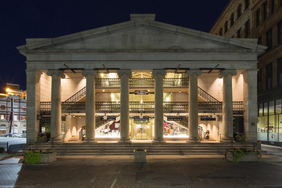 Из старого торгового центра создали живой комплекс