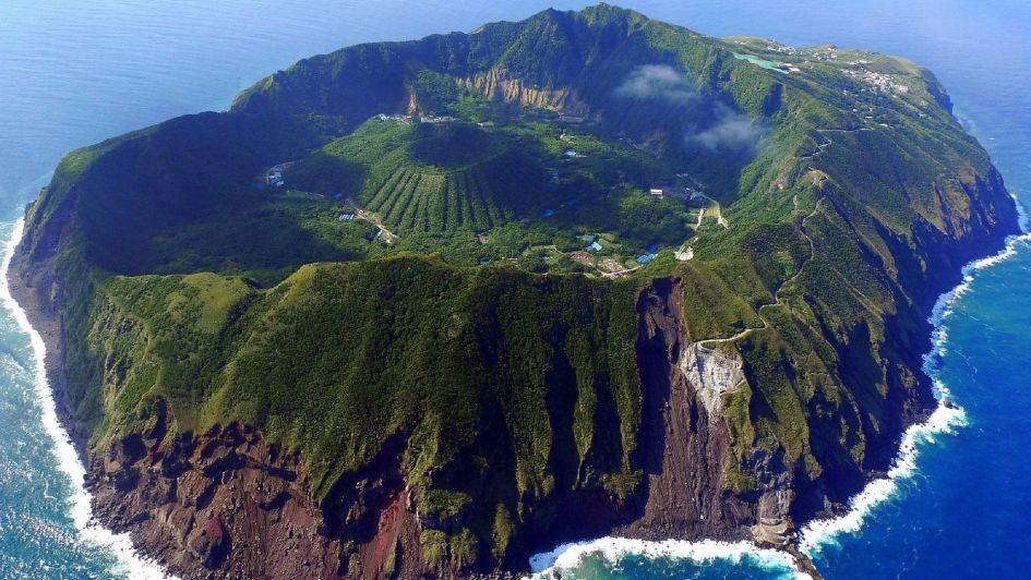 Аогасима - поселение внутри действующего вулкана