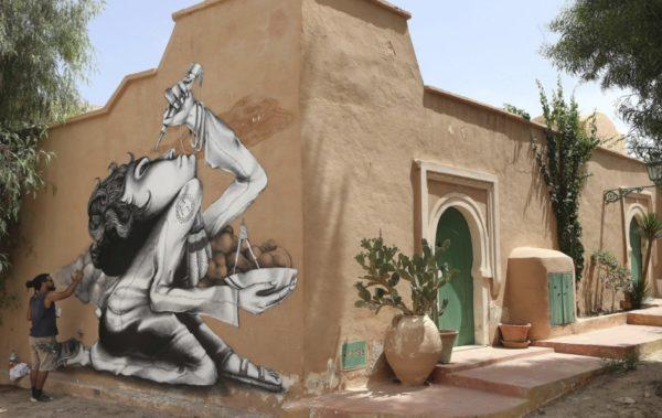 Более 150 хужожников разрисовали всю деревню Джерба