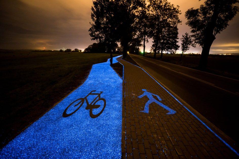 В Польше появился первый участок светящейся велодорожки
