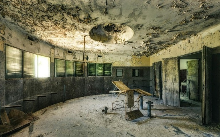 Заброшенные больницы в фотографиях Стефана Бауманна
