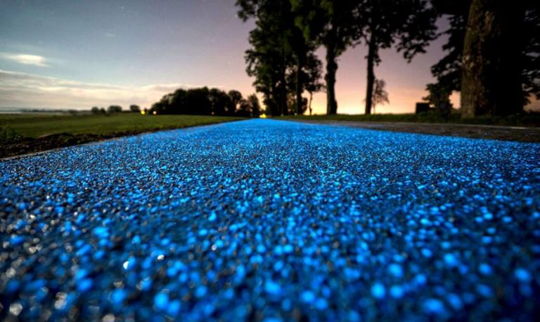 В Польше появился первый участок светящейся велодорожки дорожка