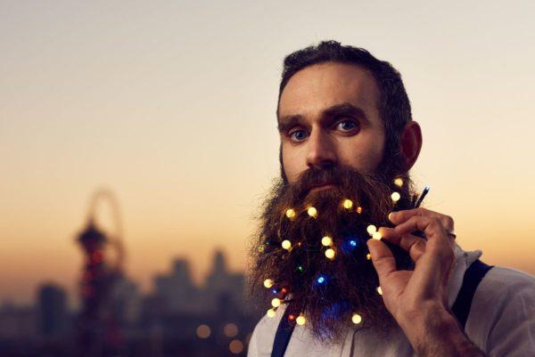 В Лондонской парикмахерской можно украсить бороду гирляндой