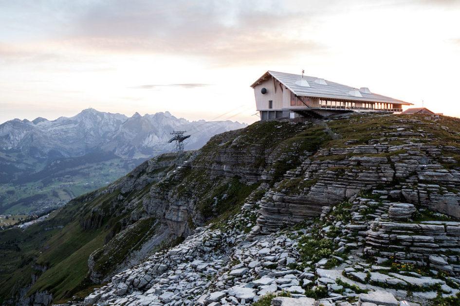 Chäserrugg Toggenburg - кафе над пропастью в горах Швейцарии