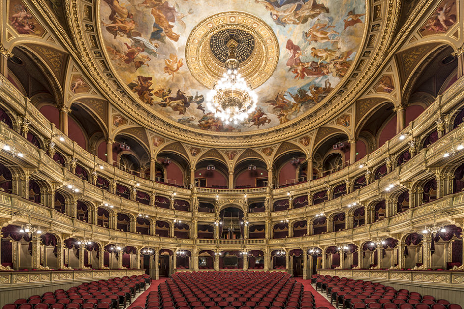 Фотограф Жолт Глинка показал удивительные залы театров Будапешта