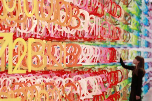Дизайнер Эммануэль Муро создала удивительную инсталляцию из бумаги