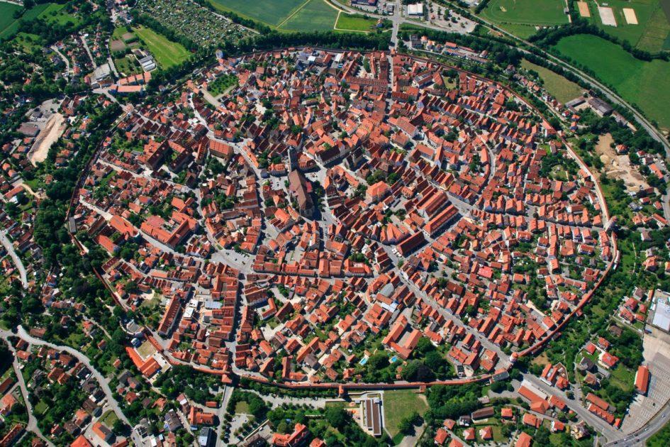 Нёрдлинген - город внутри кратера