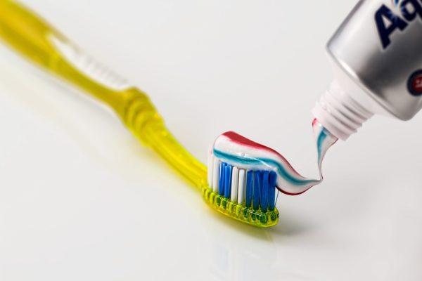 6 необычных способов использования зубной пасты