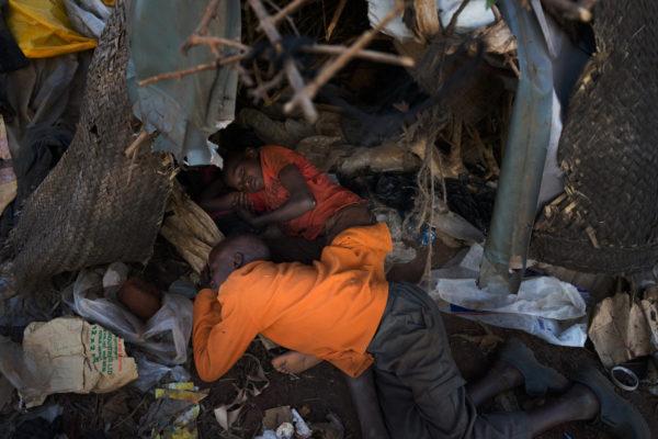 Фоторепортаж бездомные дети на улицах Китале, Кения
