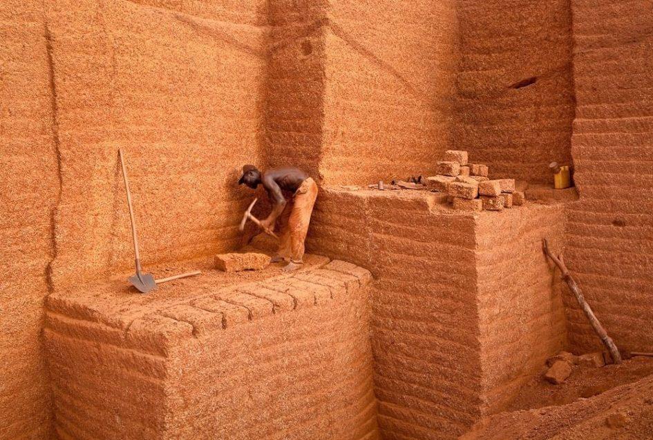 Караба - деревня уникальных кирпичных карьеров Буркина Фасо