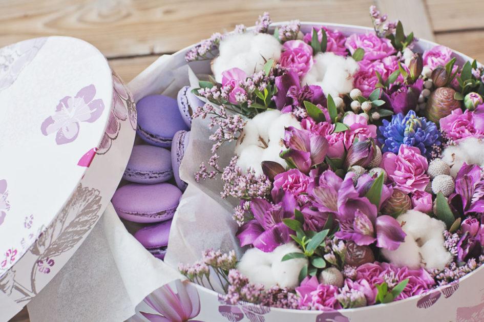 Открытки с цветами в коробке новостях