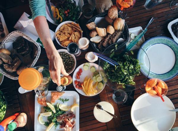 6 коварных причин переедания