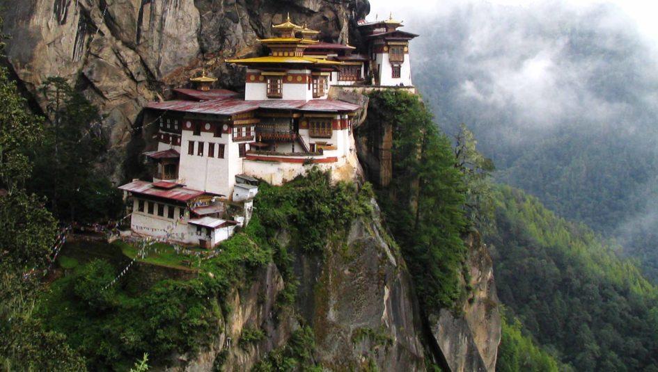 5 уникальных монастырей в самых необычных местах