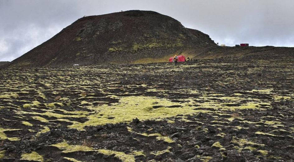 Трихнюкайигюр - единственный вулкан, в который можно спуститься