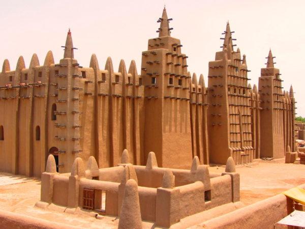 Великая Мечеть Дженне - самое большое глинистое здание мира
