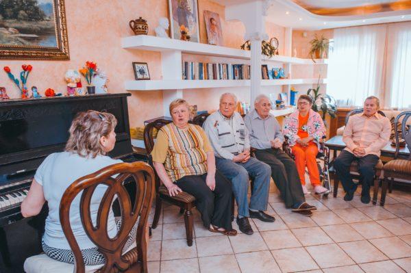 Проживание в частном доме для престарелых: цена вопроса