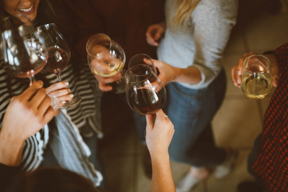 8 продуктов, которые не рекомендуется употреблять с алкоголем
