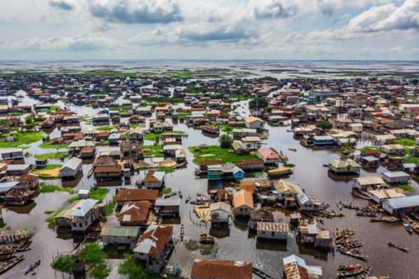 Ганвье - крупнейший плавучий город в Африке