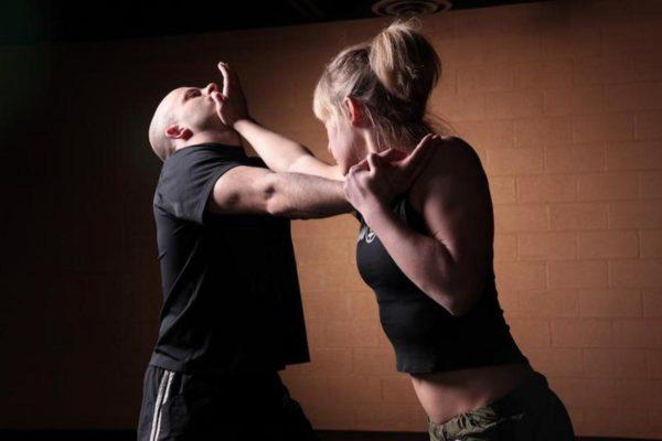 Стоит ли посещать курсы самообороны для девушек
