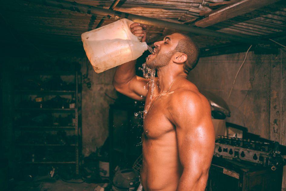 10 причин пить стакан воды каждое утро