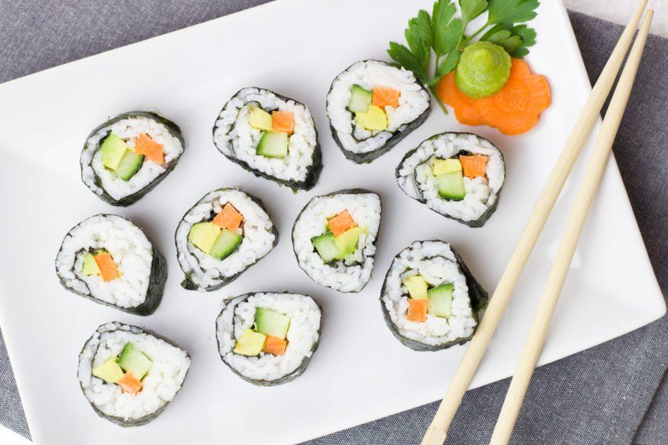 Где можно заказать доставку суши и роллов в Набережных Челнах