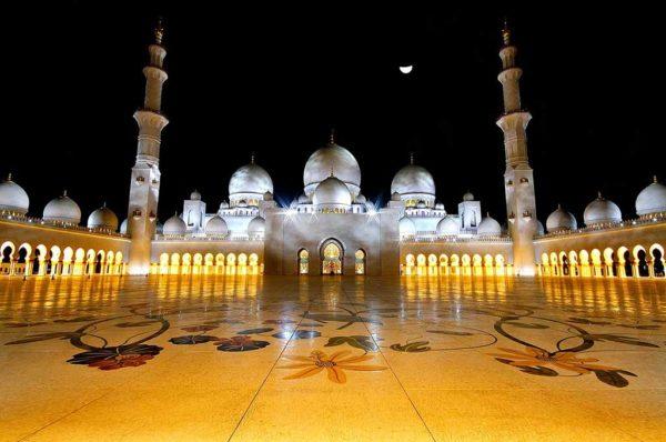 Мечеть шейха Зайда - одна из красивейших мечетей в мире