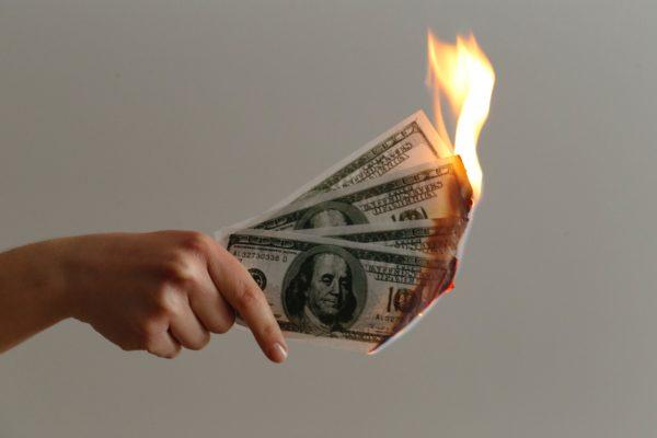 5 причин, почему вы живете от зарплаты до зарплаты