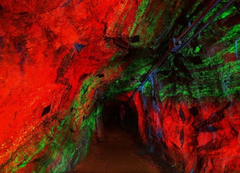Стерлинг-Хилл - уникальный музей флуоресцентных минералов (6)